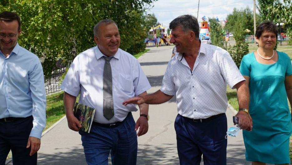 Герой России Владимир Шаманов посетил Благовещенский район. Фото предоставлено газетой